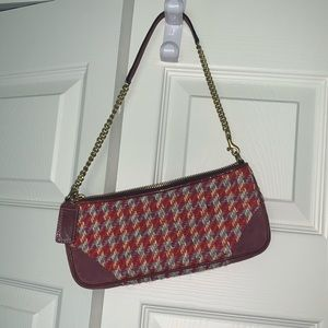 Houndstooth small Coach clutch.
